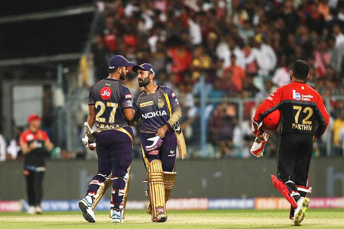 Virat Kohli celebrates a century as Dinesh Karthik watches. (Image: Twitter @KKR)